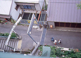 JR東海・中央本線(中央西線)・定光寺駅上りホームから集落を見下ろす