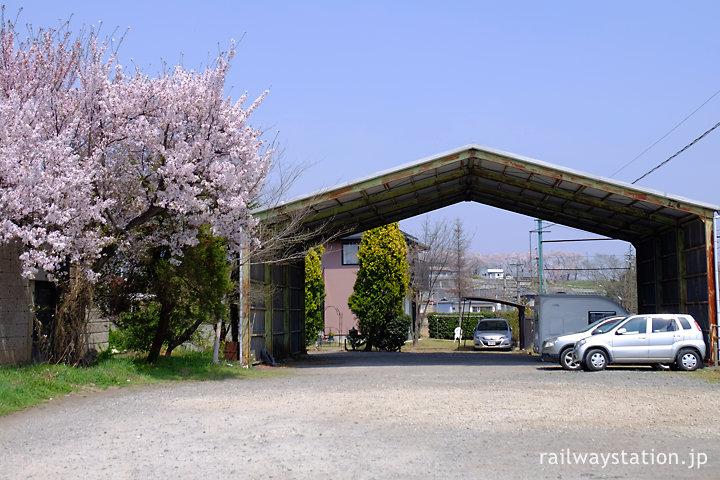 上州一ノ宮駅横の上屋のある空地