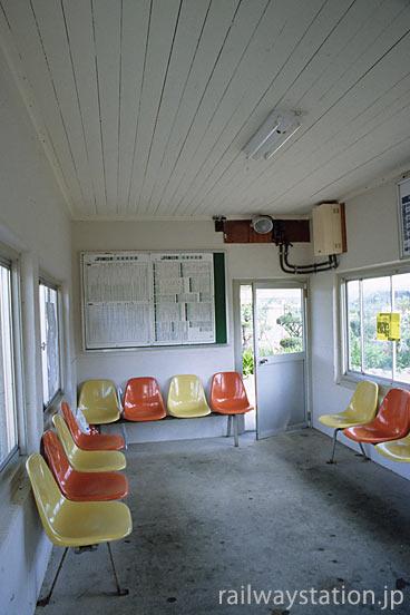 JR東日本・釜石線・青笹駅、レンガの駅舎は待合室のみの機能