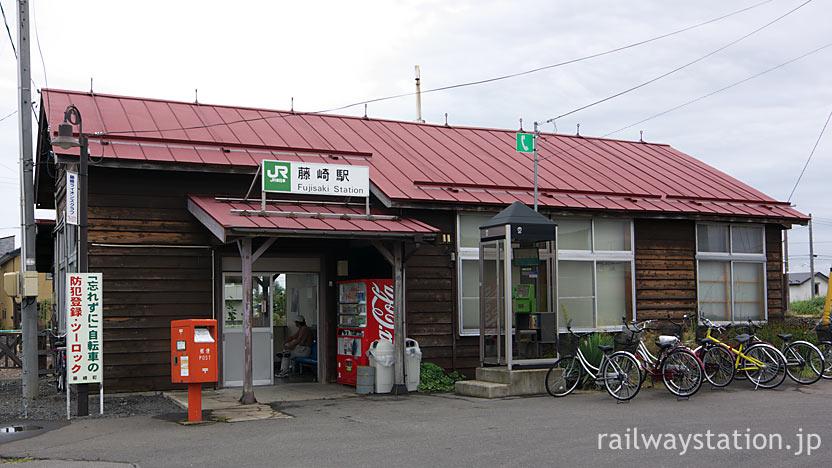 JR東日本・五能線・藤崎駅、趣き深い木造駅舎