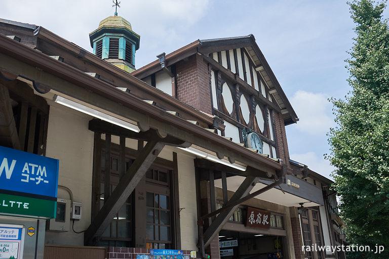 趣ある造りの東京都内最古の木造駅舎、JR東日本原宿駅