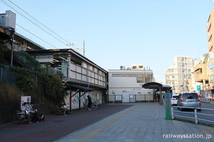 JR中央本線・日野駅、駅舎裏側の送迎車の乗降所