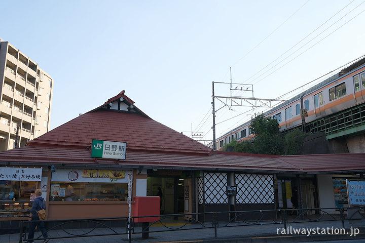 JR東日本・日野駅、高架をゆく中央線の列車
