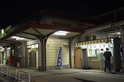 伊勢崎駅舎横、地元で人気の駅そば・うどん屋