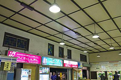 JR両毛線・伊勢崎駅、駅舎内部の天井