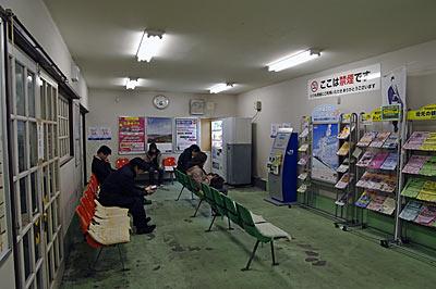 JR両毛線・伊勢崎駅、駅舎内の待合室