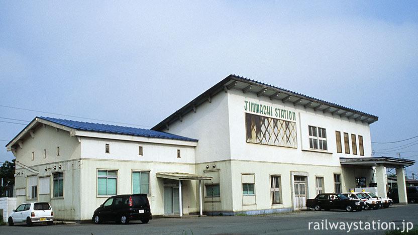 奥羽本線・神町駅。連合軍占領下の面影を残した木造駅舎