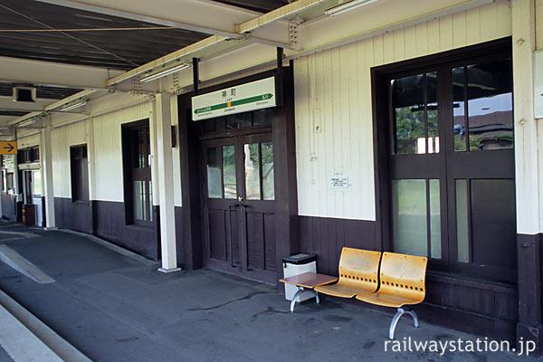 JR東日本・奥羽本線・神町駅、駅舎ホーム側