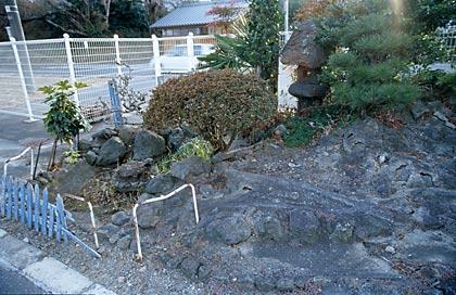 常磐線・木戸駅、1番ホーム枯池の水路(2)