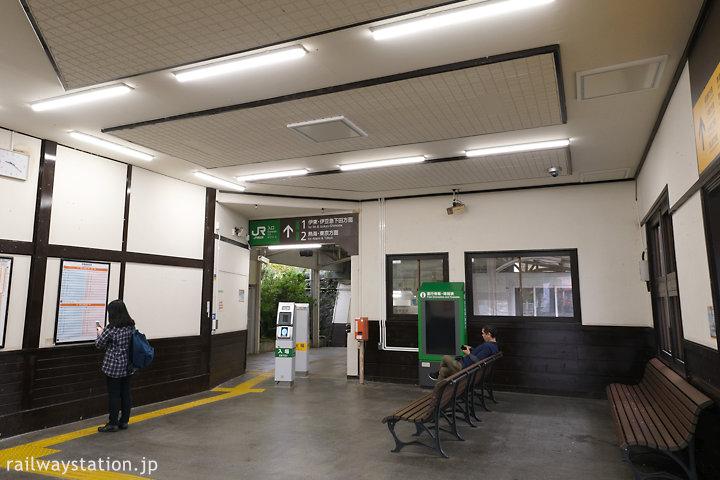 JR伊東線・来宮駅の駅舎、待合室