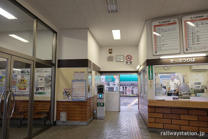 JR東日本・篠ノ井線・南松本駅、駅舎内部の出札口