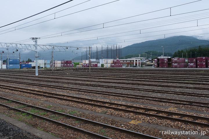 JR東日本篠ノ井線・南松本駅、JR貨物の駅もある