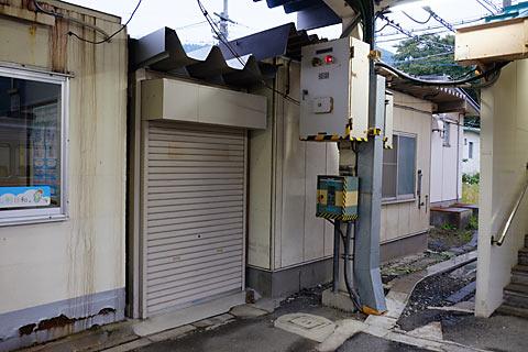 奥羽本線(山形線)中川駅、駅舎に隣接した建物