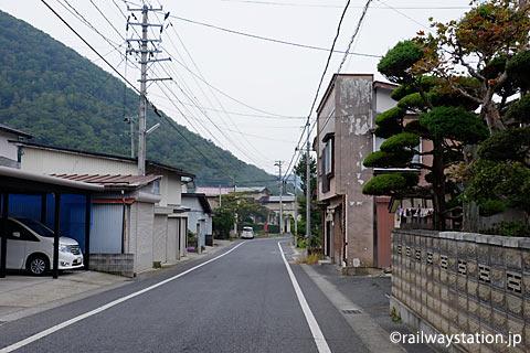 山形県南陽市、奥羽本線中川駅近くの街並み