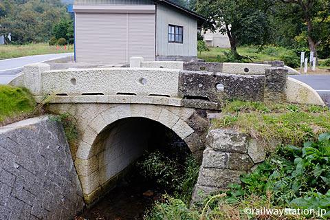 山形県南陽市、中川駅近く、石造りの橋