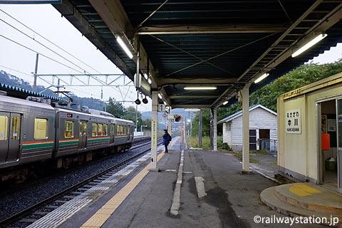 中川駅ホーム、奥羽本線(山形線)主力の719系5000番台