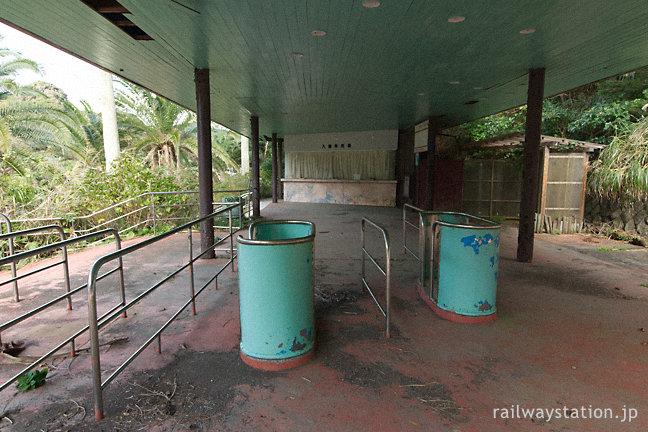 行川アイランド跡地、廃墟と化した入場券売場