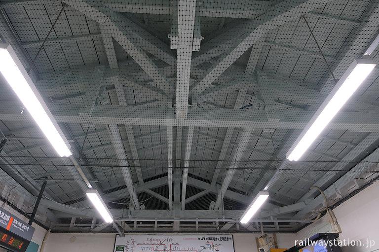 JR東日本・東海道本線・根府川駅の木造駅舎、屋根裏