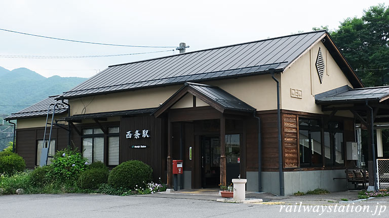 JR東日本・篠ノ井線・西条駅、リニューアルされた木造駅舎