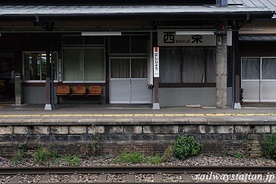 JR篠ノ井線・西条駅、古いレンガ積みが残るプラットホーム