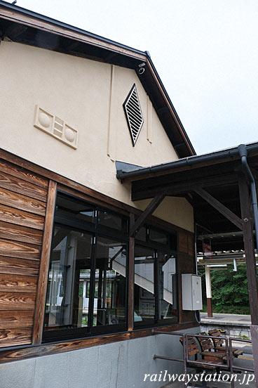 JR篠ノ井線・西条駅、旧国鉄長野独特の駅舎側面の装飾