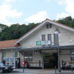 大磯駅(JR東日本・東海道本線)~駅前ロータリーの中の池庭~