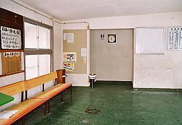 JR東日本・信越本線・青海川駅、駅舎内の待合室