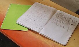 青海川駅の駅ノート、多くの旅人が記入している