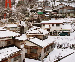 新潟県・柏崎市、信越本線・青海川駅前の集落
