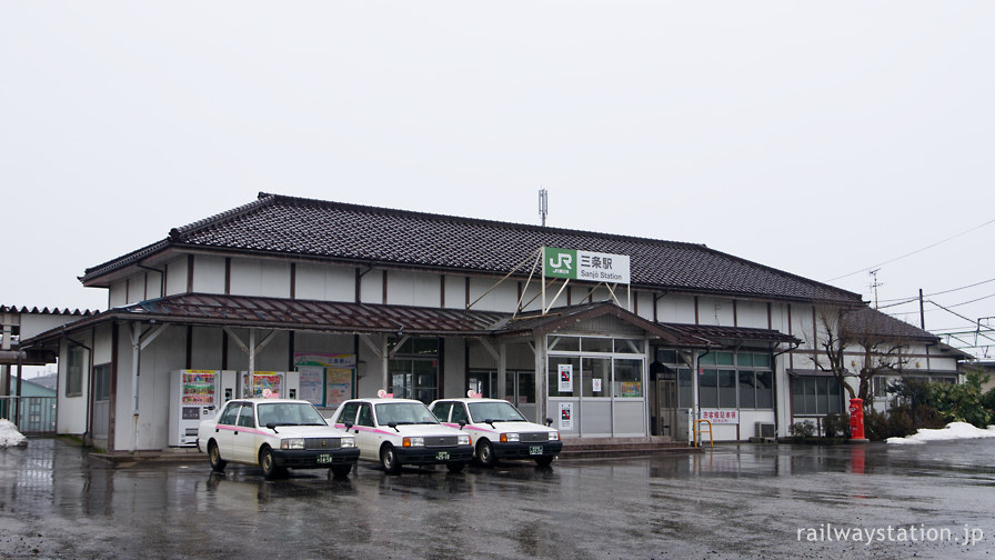 JR東日本信越本線・三条駅、風格ある木造駅舎