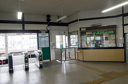 JR信越本線・三条駅、出札口と改札口