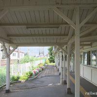 JR東北本線・仙北町駅の木造駅舎、ホーム上屋