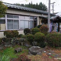 JR東日本・中央本線(中央東線)、信濃境駅の池庭跡と駅舎
