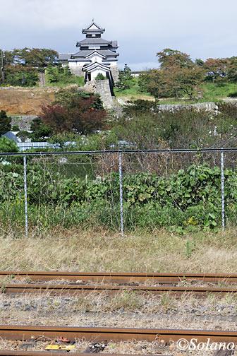 JR白河駅プラットホームから見える小峰城
