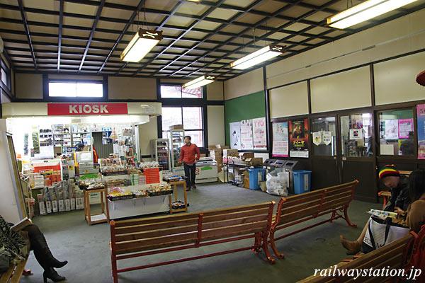 JR東日本・弥彦線・弥彦駅、駅舎内の待合室