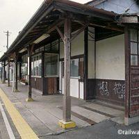 用土駅 (JR東日本・八高線)~まだ現役のように佇み続ける木造駅舎~