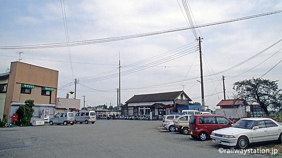 埼玉県寄居町、JR八高線の用土駅。駅前の風景。