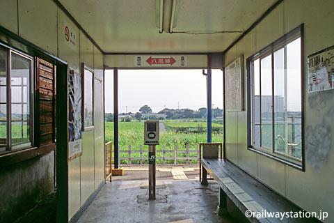 JR八高線・用土駅、木造駅舎横の仮駅舎
