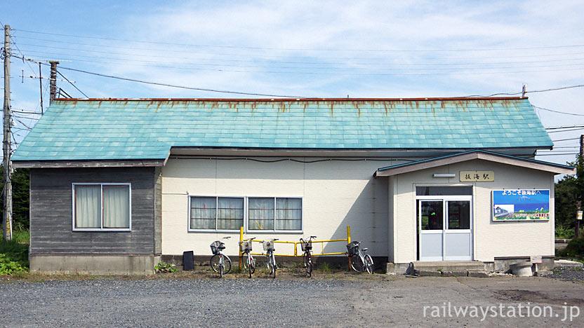 宗谷本線・抜海駅、大正13年に建てられた最北の木造駅舎