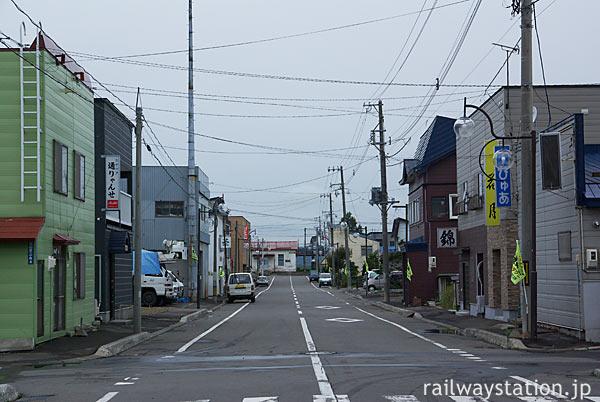 北海道滝川市、函館本線・江部乙駅前の街並み