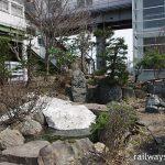 深川駅 (JR北海道・函館本線・留萌本線)~国鉄形駅舎に添えられた池庭~