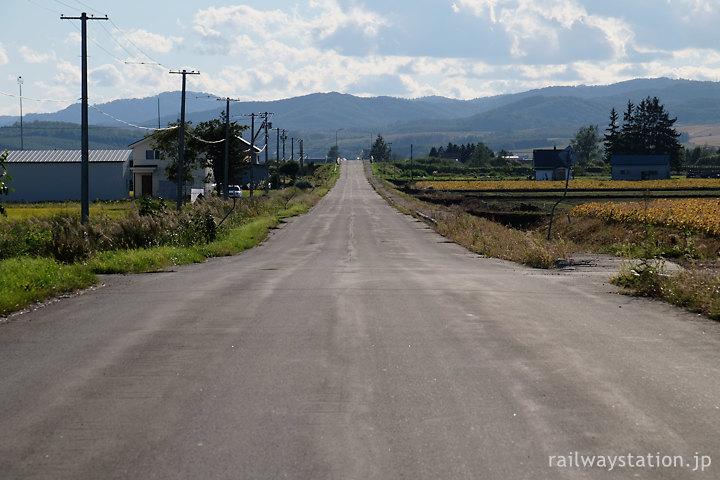 剣淵町、宗谷本線・東六線駅、駅から伸びる道路