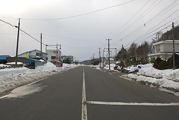 厚岸町、根室本線(花咲線)・糸魚沢駅、駅前の集落と国道44号線