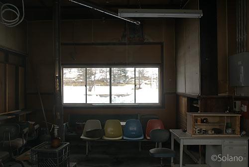 根室本線(花咲線)・糸魚沢駅、駅舎の旧駅事務室の内部