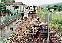JR北海道・石勝線、1日1往復の列車しかない秘境駅、楓駅