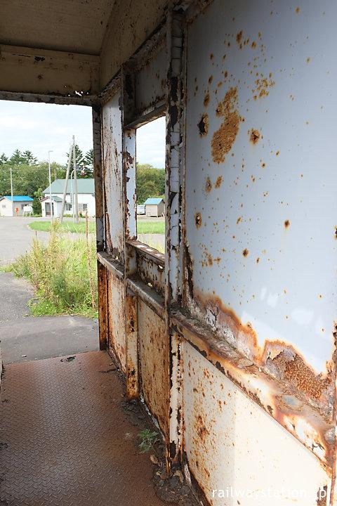 宗谷本線・上幌延駅、古い貨車駅舎は傷んでいる…