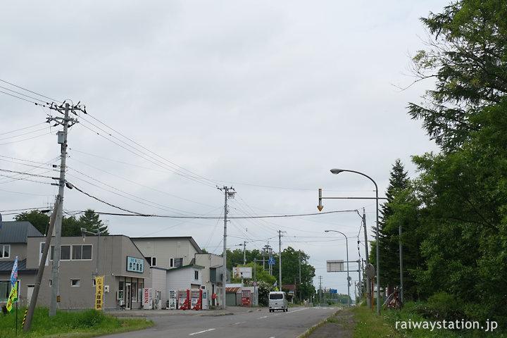 北海道中標津町、標津線の旧上武佐駅前の集落