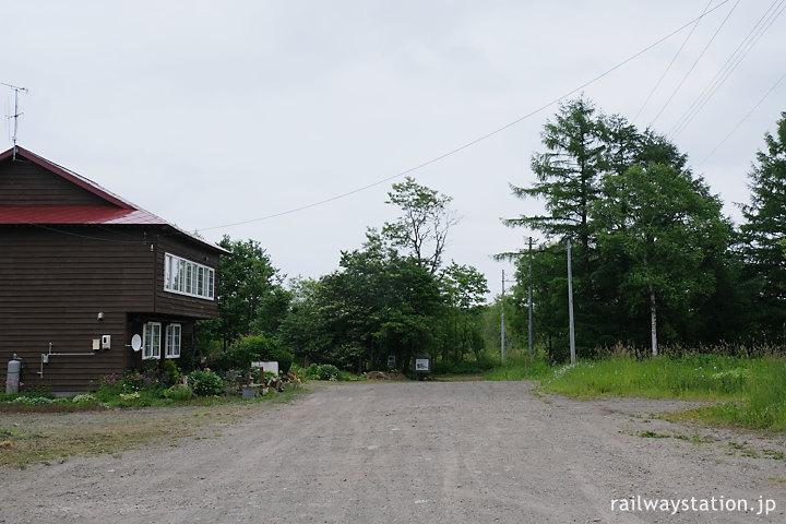 標津線、上武佐駅跡地とかつての駅前旅館