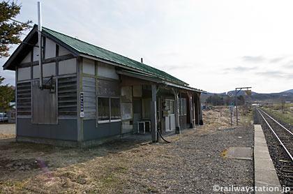 JR石北本線・上白滝駅の木造駅舎、ホーム側