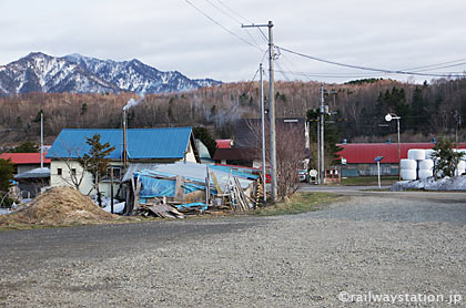 JR北海道・石北本線の秘境駅、上白滝駅前の風景